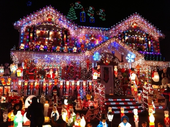 Endearing Christmas House Decorations With Sparkling Colorful Lamp - Best Resume Collection